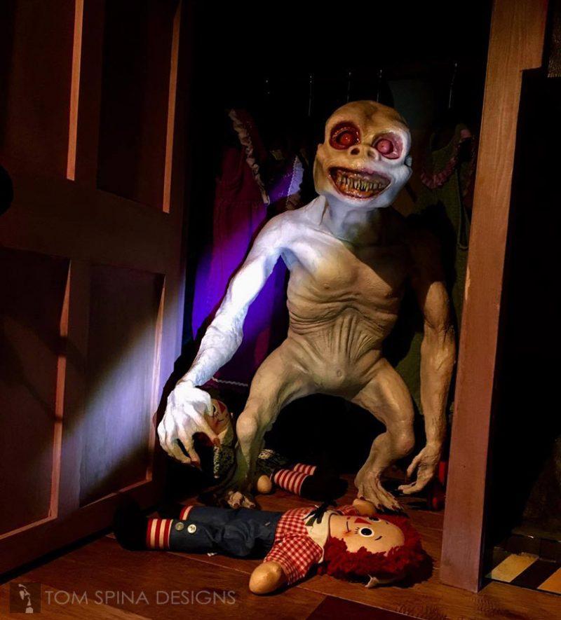 inside the closet lizzie